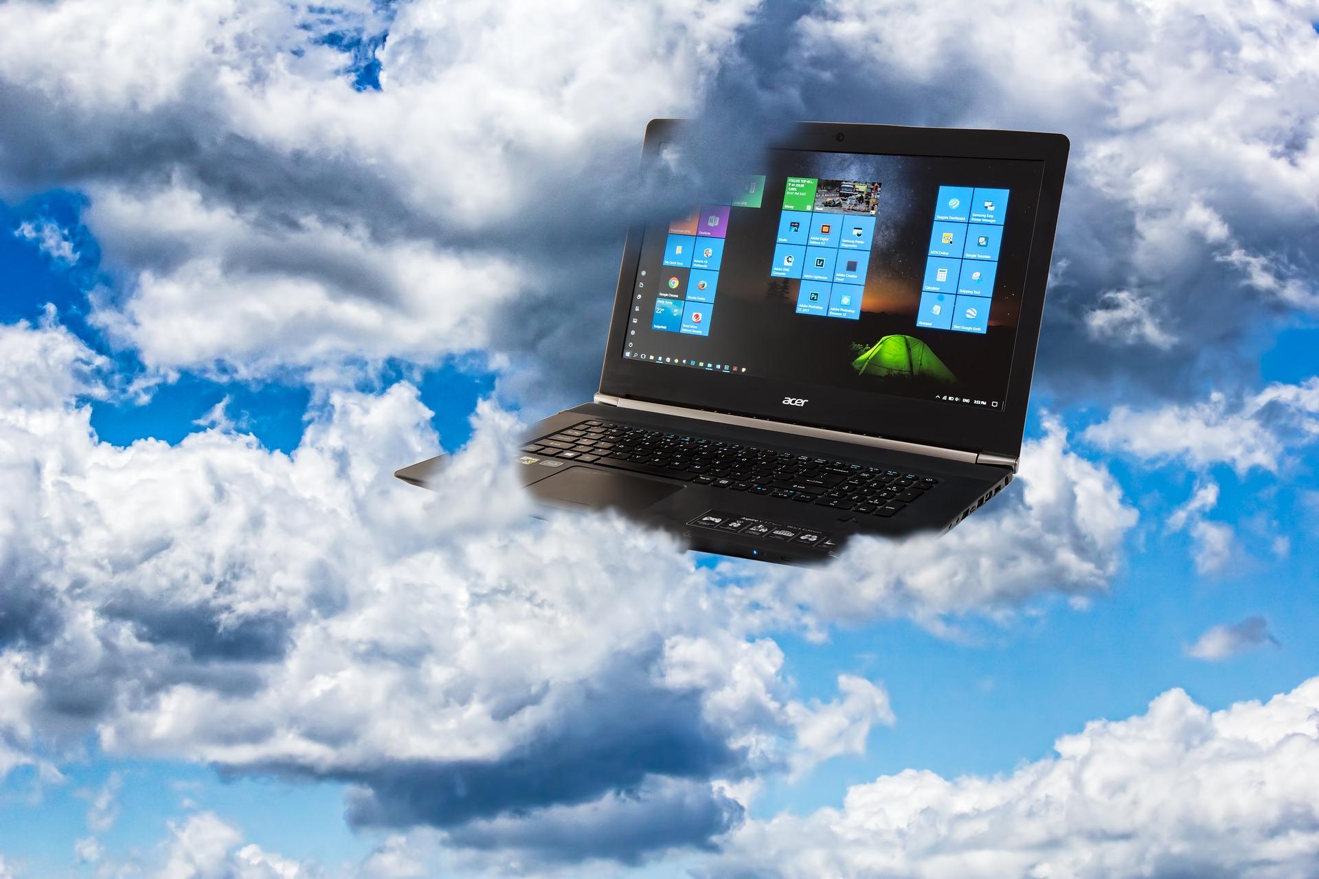 Bærbar computer med data i skyen