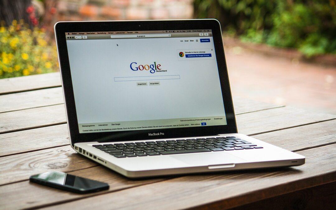 Computer med Google søgemaskine åben