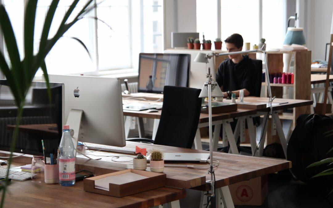 Gode tips til at træne ryggen, når du bruger mange timer på kontoret
